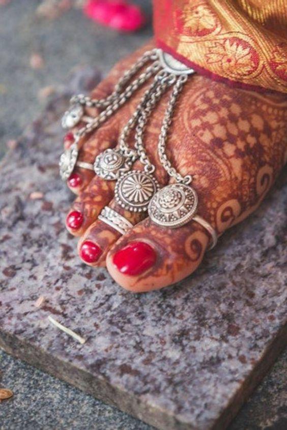 ¿Por qué las mujeres en India usan anillos en los pies?
