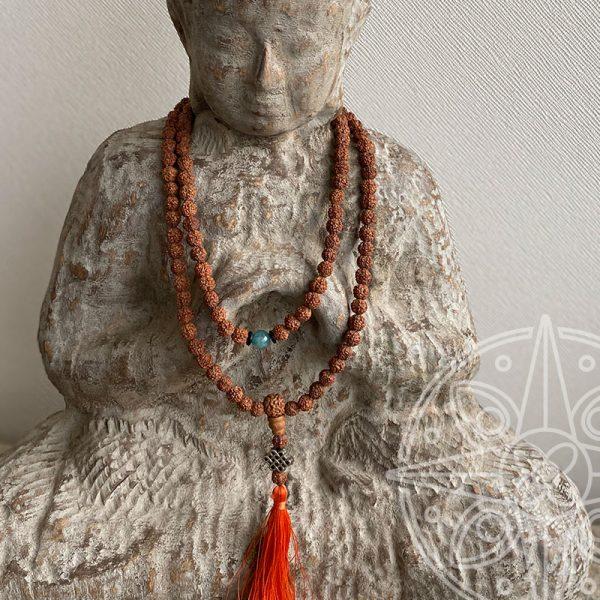 Japamala Nepalí Naranja Nudo infinito para la sabiduría y la paz interior.